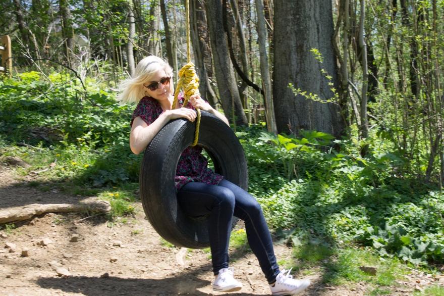 Elina Tire Swinging, Kenyon