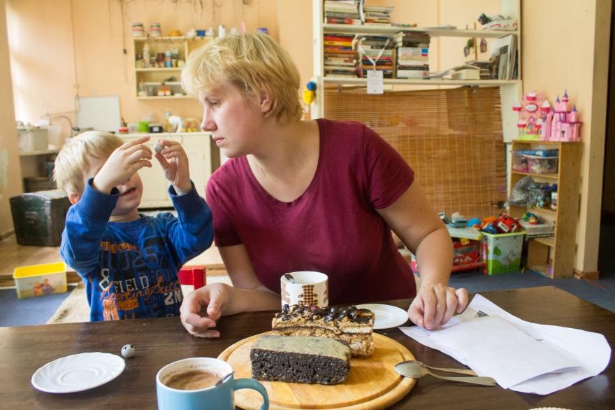 Eve, Lukas, Cake