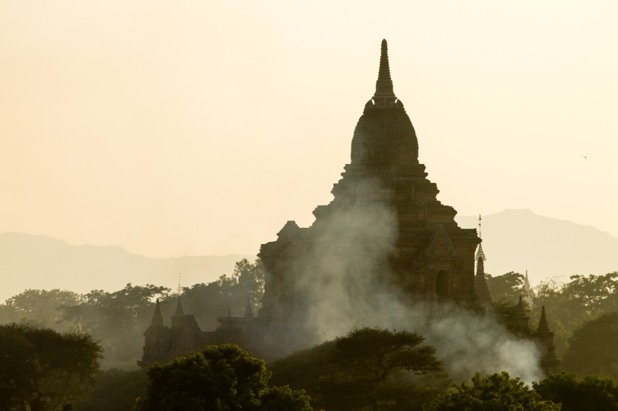 Smoke and a Temple, Bagan