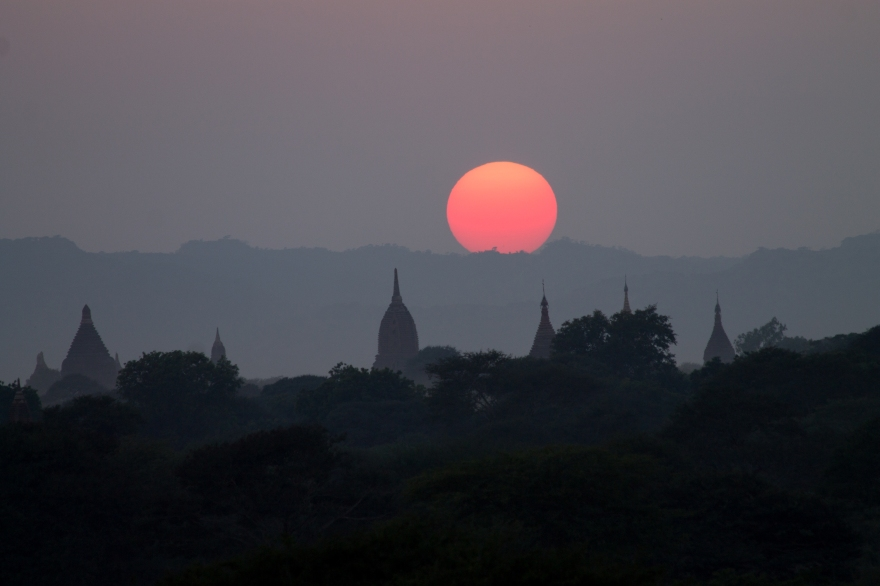 Gradient Sun over Bagan